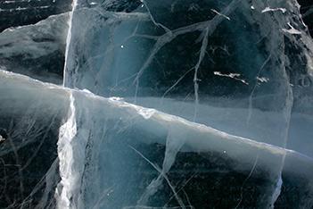 Photo shows lake ice cracking, singing and banging in a freezing night.