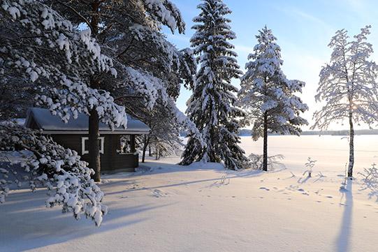 Photo shows Villa Cone Beach lakeside sauna facing the snowy Lake Korpijarvi.